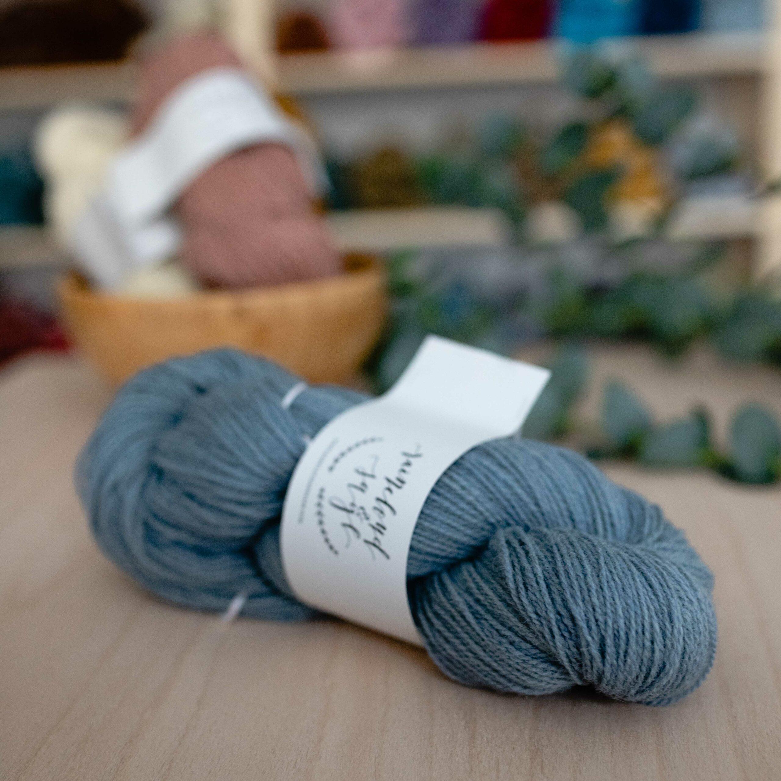 Nord Yarn - Raincloud & Sage in der Farbe Coast