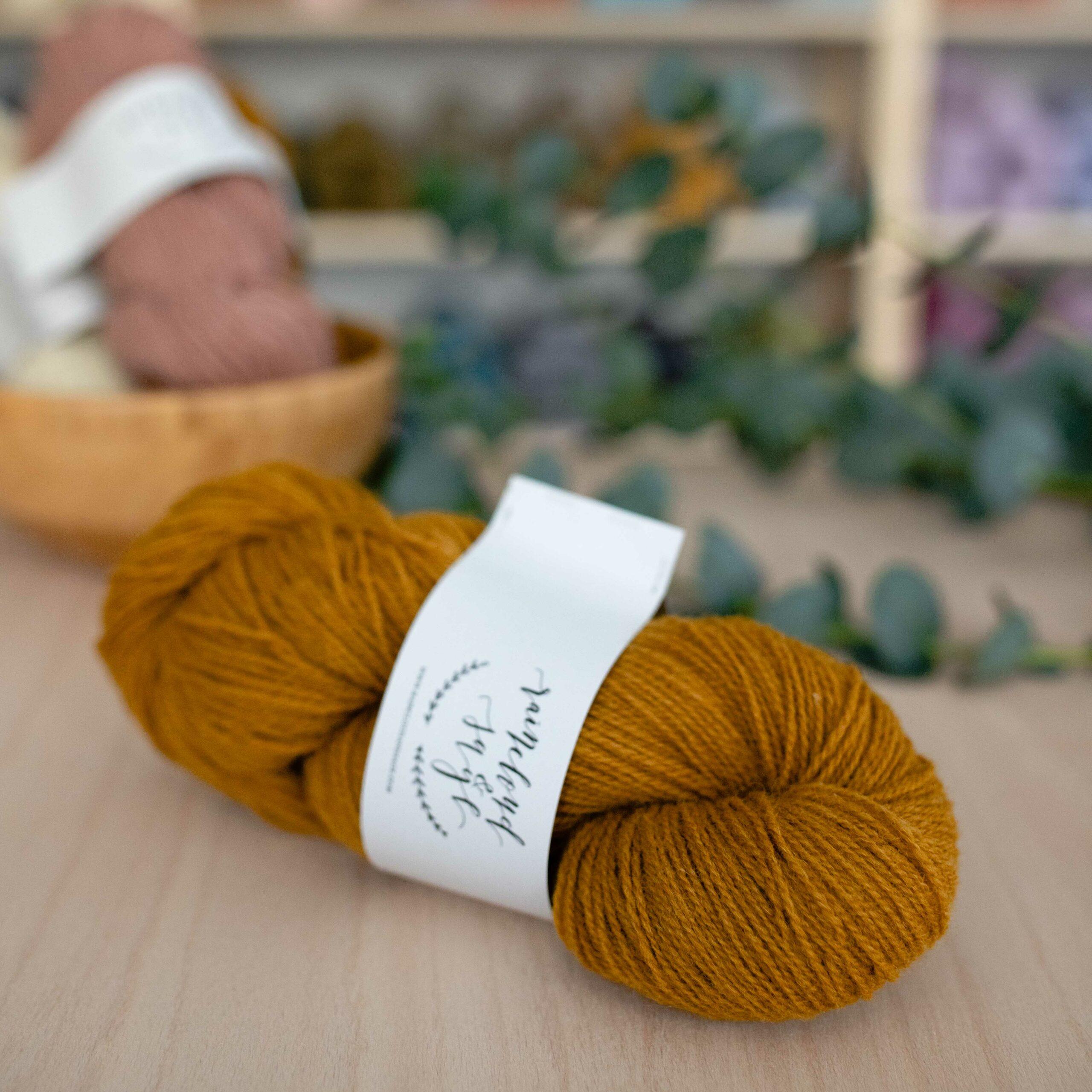 Nord Yarn - Raincloud & Sage in der Farbe Senf